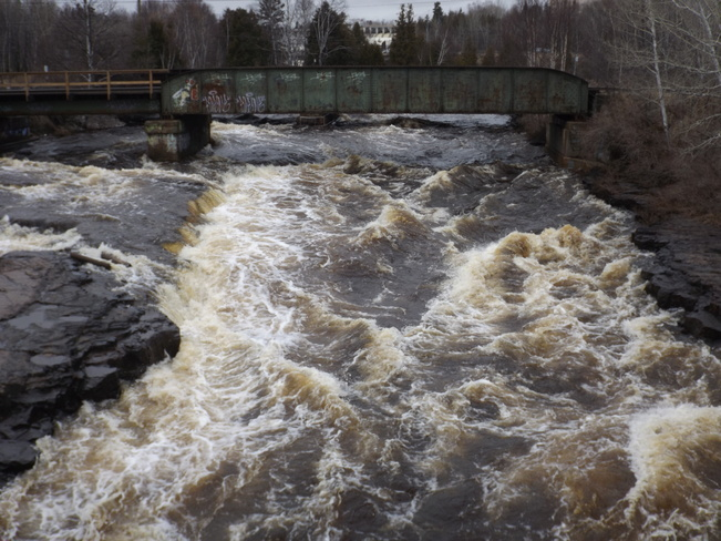 RUSHING CURRENT RIVER Cumberland & Parks North, Thunder Bay, ON P7A 4S2, Canada