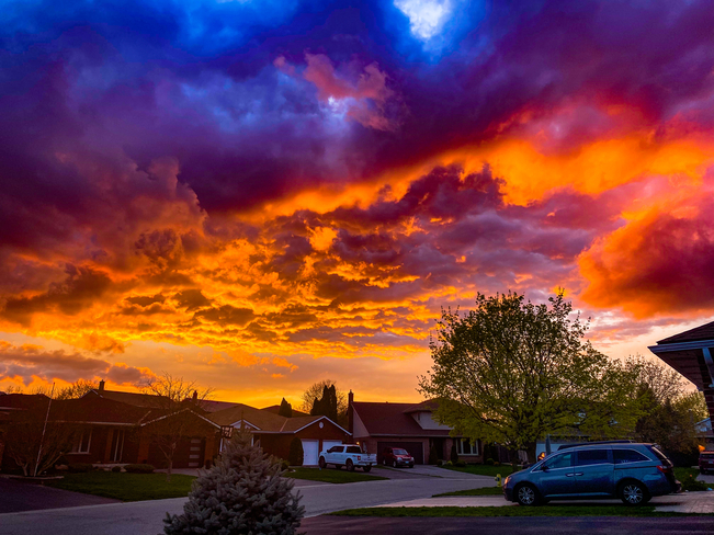 Evening sky set on fire Simcoe, Ontario, CA
