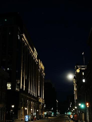 La Pleine Lune Rose Vieux-Port de Montréal, Ville-Marie, Montreal, QC
