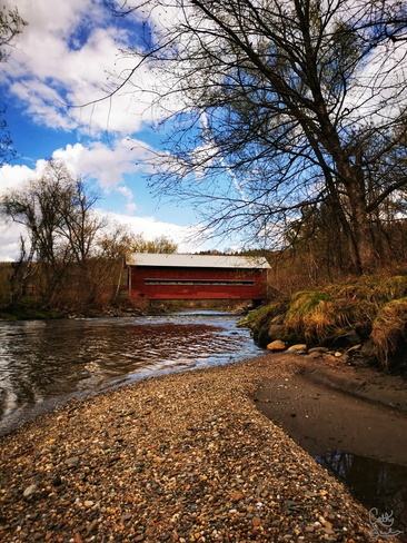 Le pont couvert au Parc de la Gorge de la Coaticook Coaticook, QC