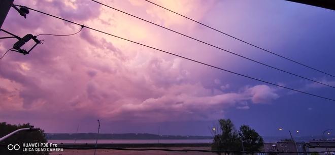 Couché de soleil durant une soirée orageuse. Québec, QC