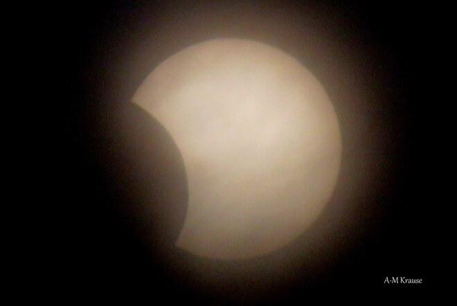 Eclipse avec des nuages presque terminé Saint-Pierre-de-la-Rivière-du-Sud, QC