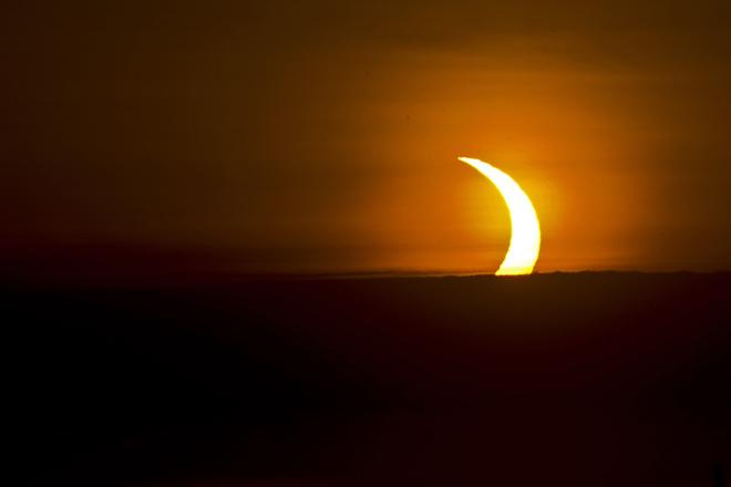 Annular solar eclipse 5:40 am Oshawa. Oshawa, ON
