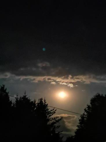 Beautiful Moon Coniston, ON
