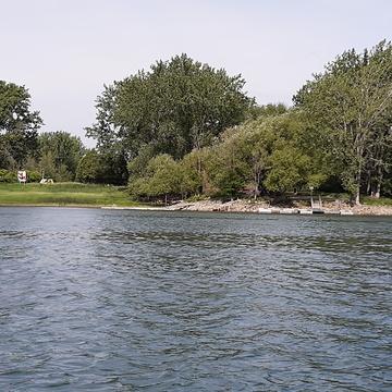 île sur fleuve