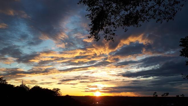 Hamilton sunset skies Hamilton, ON