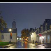 Trois-Rivières, rue des Ursulines, sous la pluie.