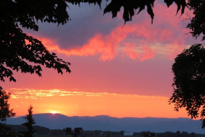 Le coucher du soleil Saint-Pierre-de-la-Rivière-du-Sud, QC