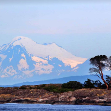 2018-07-24 - Mount Baker, during a whale watching trip, from Haro Strait