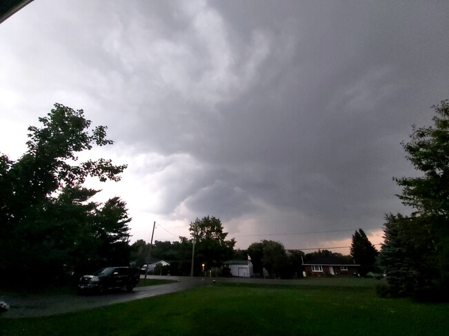 Thunderstorm part 2...ominous Osgoode, ON