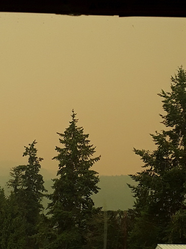 Smoke from 2 Mile creek fire and others over Owlhead Mtn Sicamous, BC