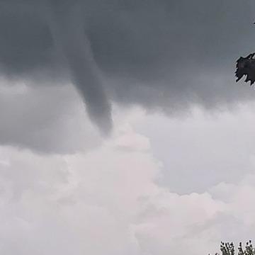 Formation d'un nuage en entonnoir le 27 Juillet 2021 à Varennes