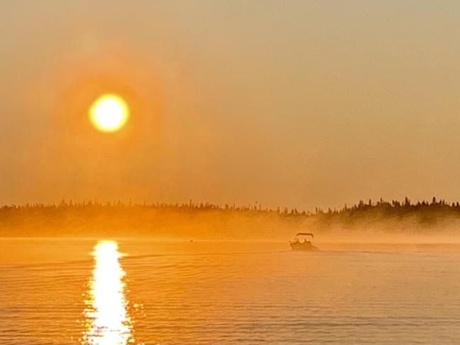 Lever de soleil et brume matinale Chibougamau, Québec, CA