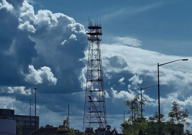 Nuages et antenne Sainte-Foy, QC
