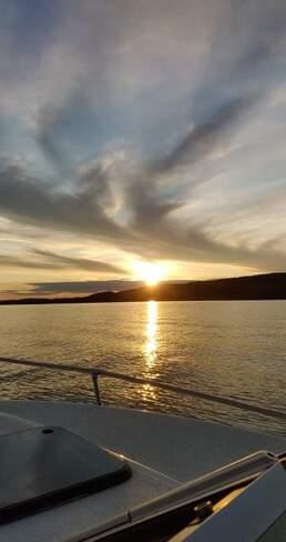Coucher de soleil sur la rivière des Outaouais Grenville-sur-la-Rouge, QC