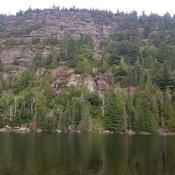 lac Rémy et la falaise