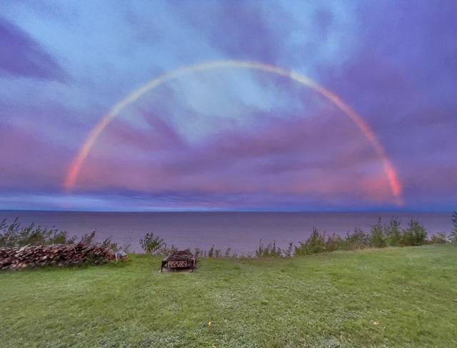 Arc-en-ciel à la brunante ce soir, Pointe-Paradis, Manicouagan Pointe-Lebel, QC