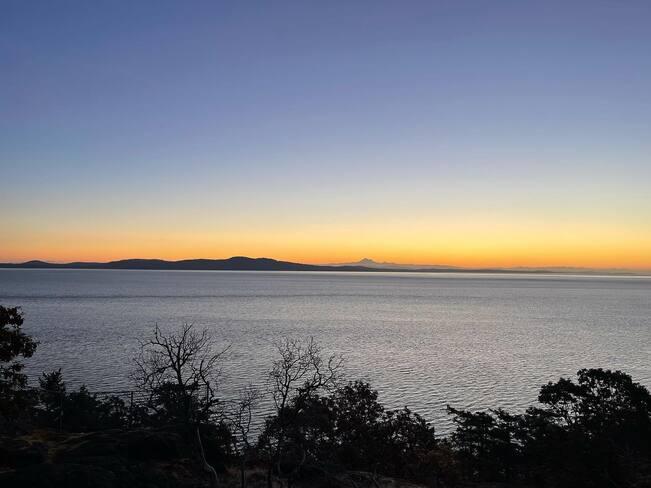 2021-09-16 - Sunrise for Cadboro Bay (Victoria BC) - Olav Krigolson Cadboro Bay, Saanich, BC