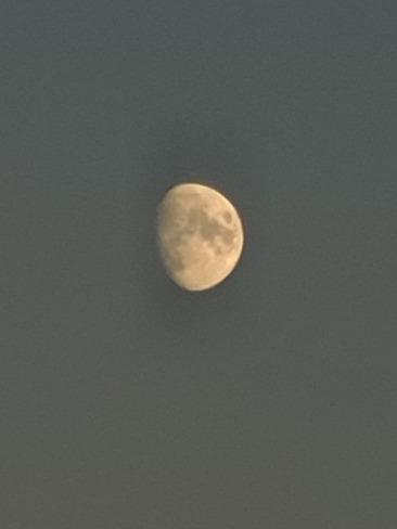 lune de jour et ces cratères Saint-Lin-Laurentides, QC