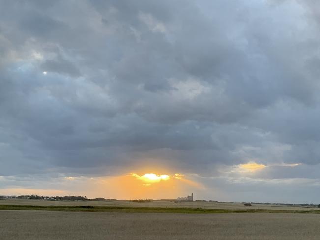 Beautiful sunset Melville Sk Yorkton, Saskatchewan   S3N 2Y1