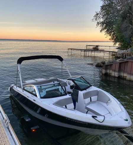 Sunset boating. Barrie, ON