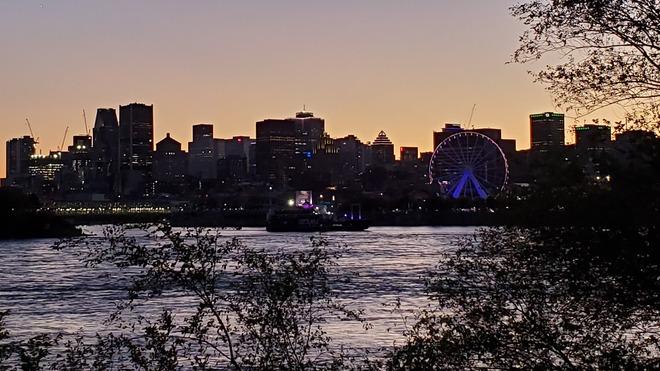 Sun setting on Saturday night Montréal, QC