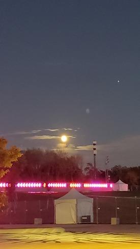 Moon on Saturday Night Montréal, QC