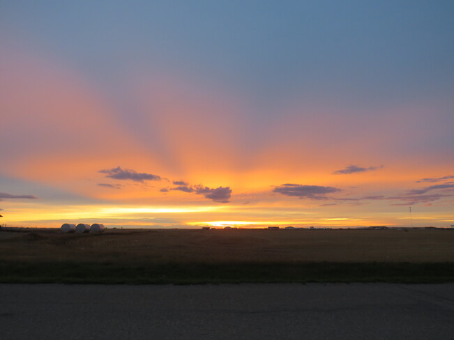 Sunset Full of Color Queen St, North Weyburn, SK S0C 1X0, Canada