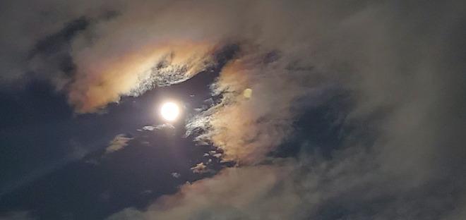 Full moon in Oshawa last night Oshawa, ON