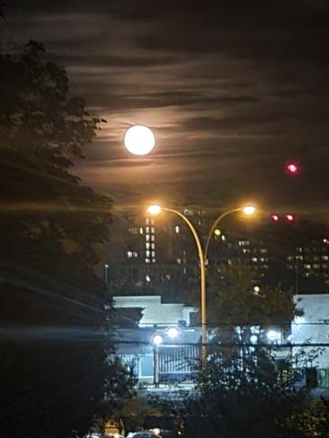 plein lune vu de longueuil Longueuil, QC