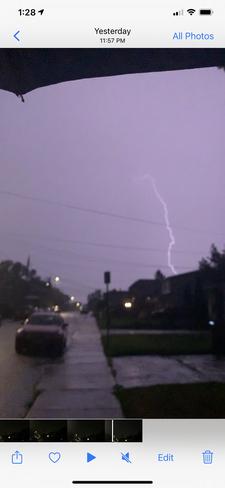 Lightening Hamilton, Ontario, CA