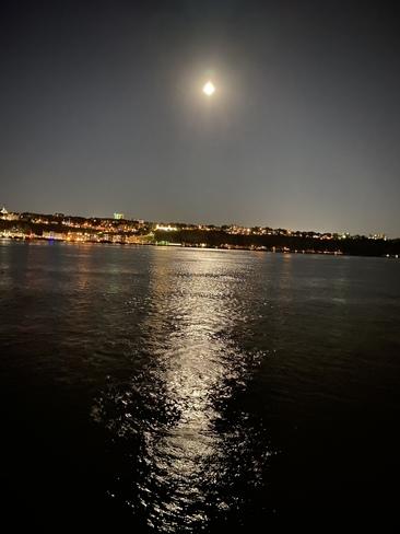 Pleine lune sur le fleuve St-Laurent
