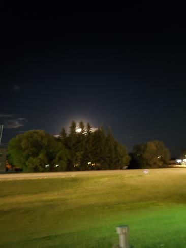 moon setting Lloydminster, AB