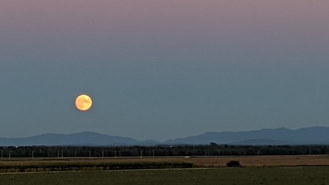 levé de la pliene lune sur l'estrie Saint-Alexandre, QC