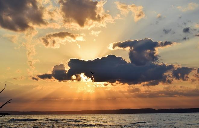 A Lake Superior Sunrise Thunder Bay, Unorganized, ON