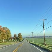 Une route de campagne .