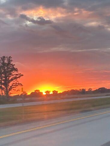 Superbe coucher de soleil sur la 30 ouest Mercier, QC