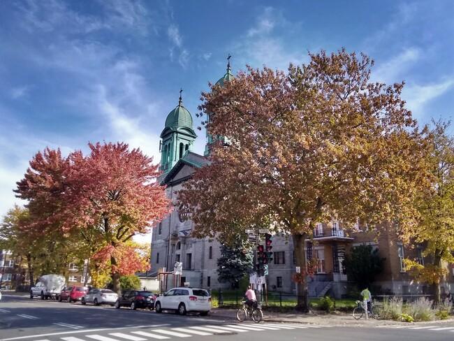 Encore une belle journée Église catholique Saint-Marc, Rue Beaubien Est, Montréal, QC