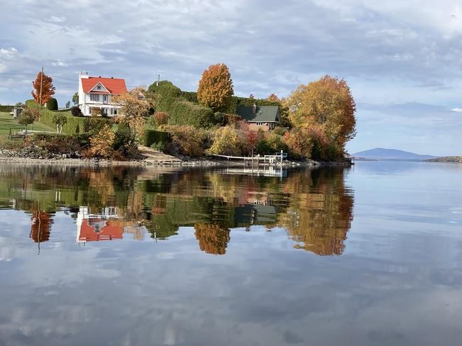 Image d'automne sur le Grand Lac St-François à lambton RVV7+P2 Sainte-Praxède, QC, Canada