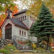 Petite chapelle d'automne