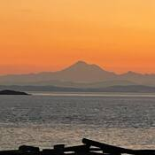 2021-10-19 - Sunrise silhouette of Mount Baker from Willows Beach (Victoria BC)