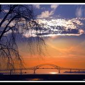 Pont Laviolette, de la rive sud.