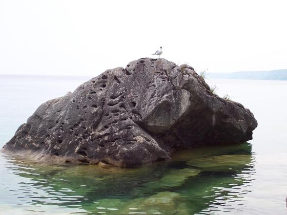 Clear water and rock in Bruce Peninsula Park
