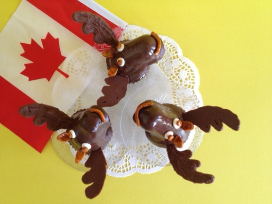 Moose Cupcakes http://greatcanadiancakes.canadianliving.com/entry ...
